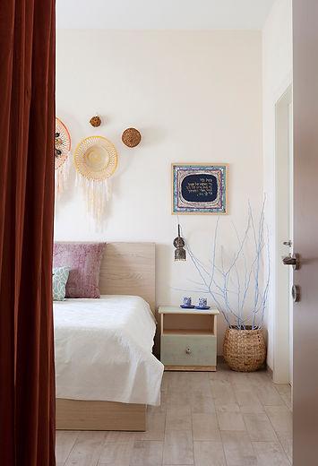 מבט אל הכניסה לחדר השינה. צילום הגר דופלט.