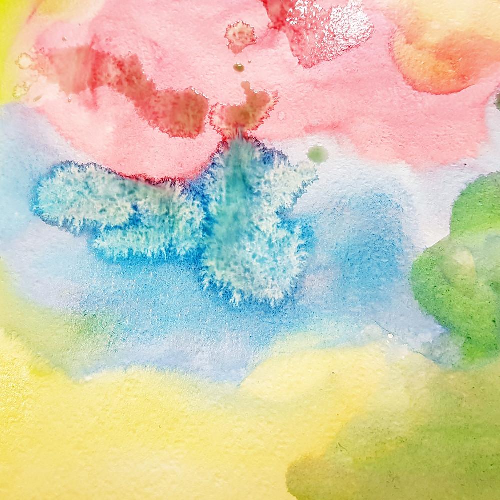 רקע מושלם ליצירה. נייר צבוע כולו בצבעי מים.