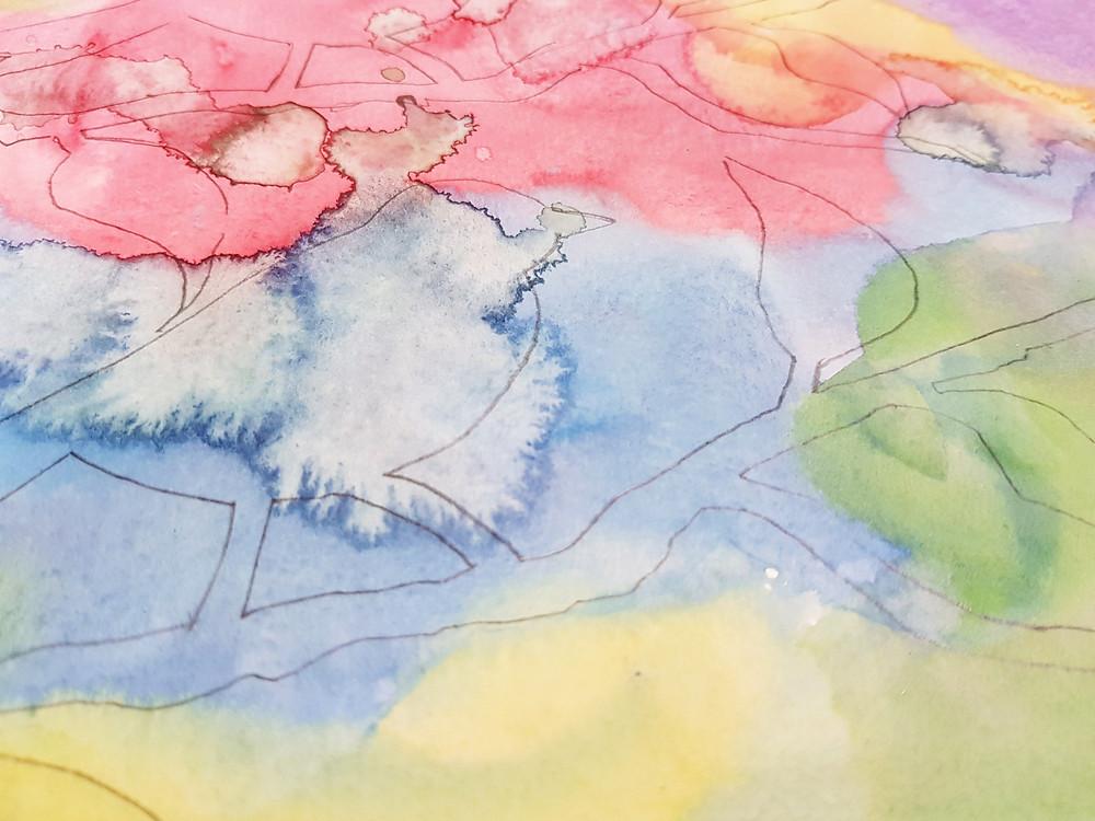 צללית של ציפור מצויירת בעיפרון על רקע של צבעי מים.