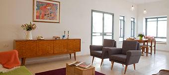 שילוב של ריהוט וינטג' בעיצוב הסלון