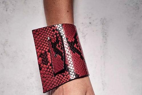 Cracked leather bracelet