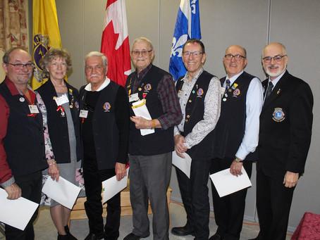 Des Lions honorés pour leurs nombreuses années de bénévolat au sein du Lionisme.
