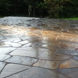 patio en pierre copy.JPG