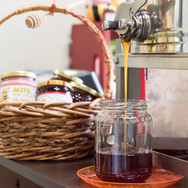 Miel en vrac, apportez vos contenants à notre bar à miel.