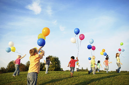 Children-playing-with-balloons-images.jp