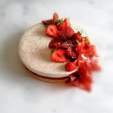 Entremet fraises hibiscus