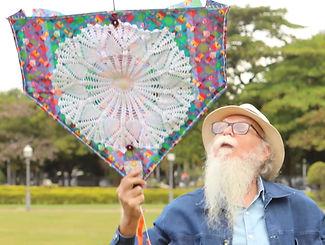 Francisco soltando a pipa do envelhecimento