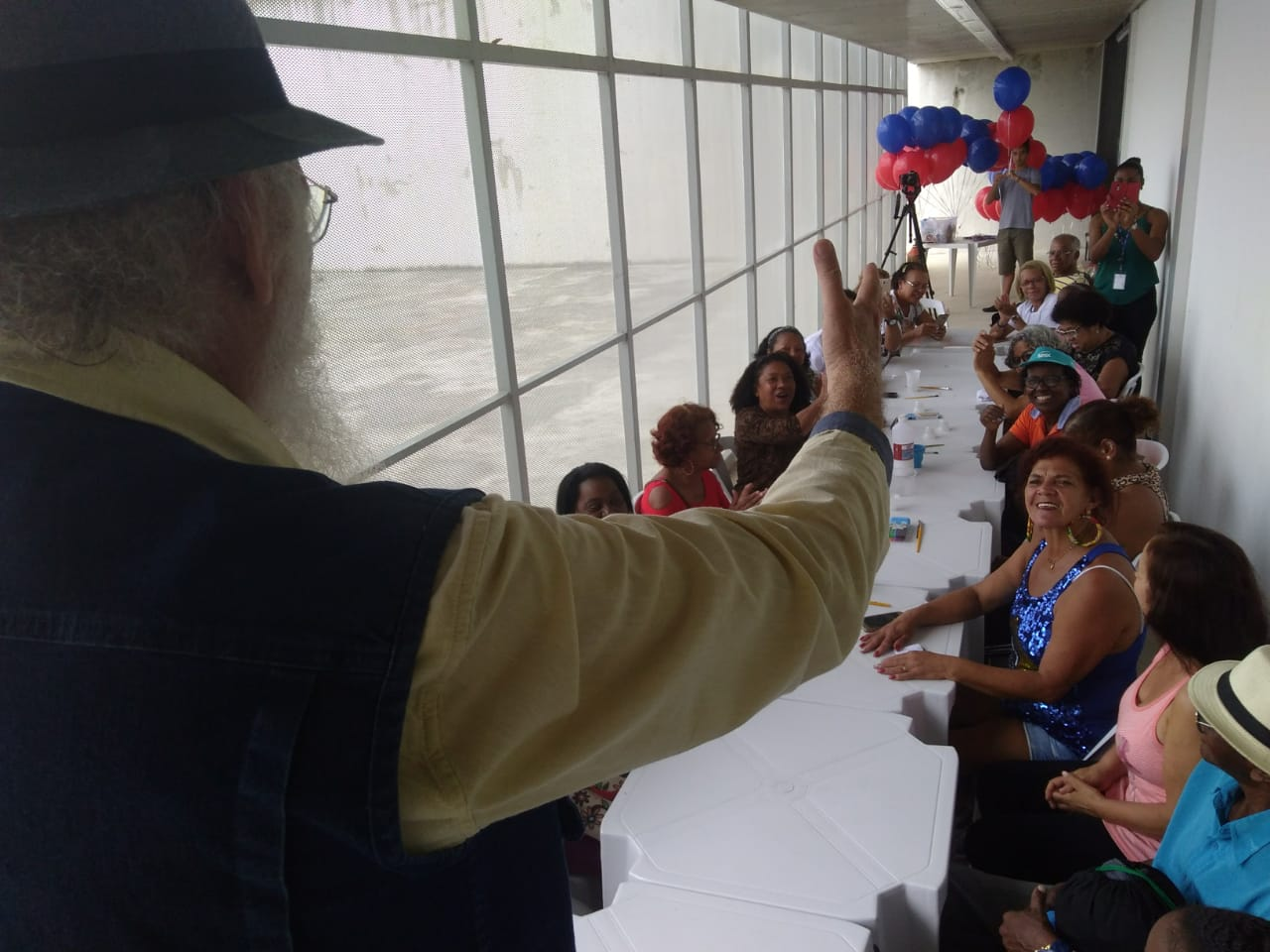 Francisco Gregório contando causos