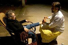 Flávio Rabelo massegeando pés