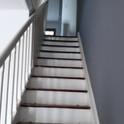 Subindo as escadas ficam os quartos e banheiro.