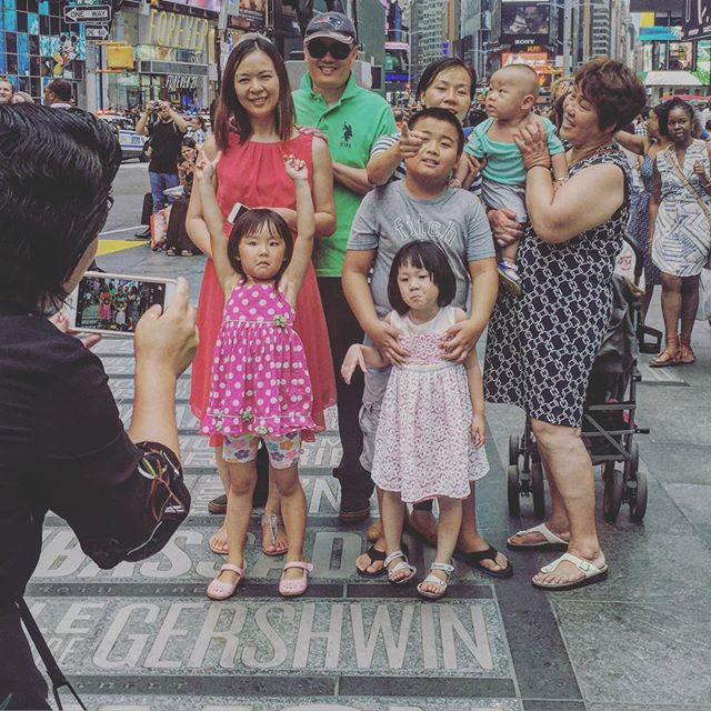 Frozen time  #timessquare #iphoneonly #iphonephotography #iphonography #newyork #kids #newyork #