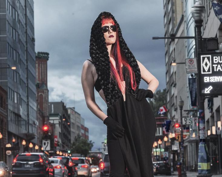Street Fashion avec un de nos capuchons foulards