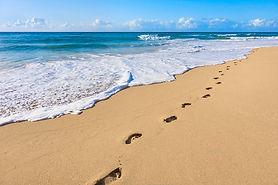 sand-footprints-pacific-ocean-surf-dszc.