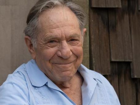 El actor George Segal murió a los 87 años después de complicaciones durante una cirugía