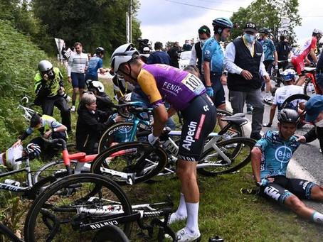 Aficionada que provocó caída en el Tour será denunciada por la organización
