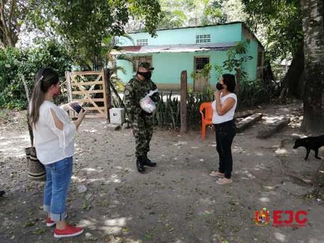 Militares apoyaron entrega de mercados en La Dorada
