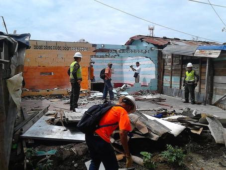 POLICÍA REALIZA DEMOLICIÓN DE VIVIENDAS EN EL BARRIO COREA