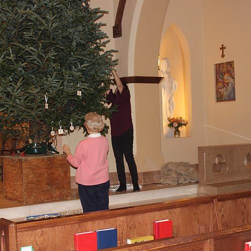 Decking the Chrismon Tree!