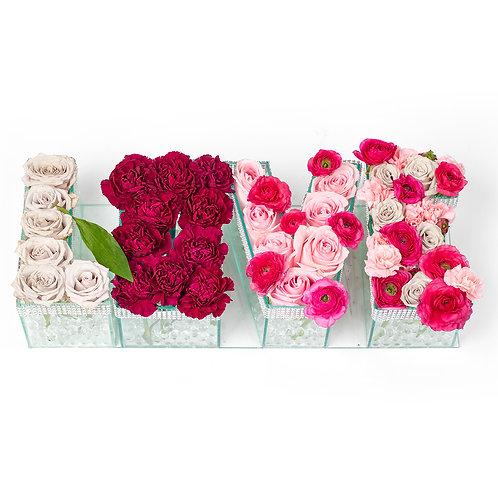 Caja Love de rosas mixtas en base de cristal