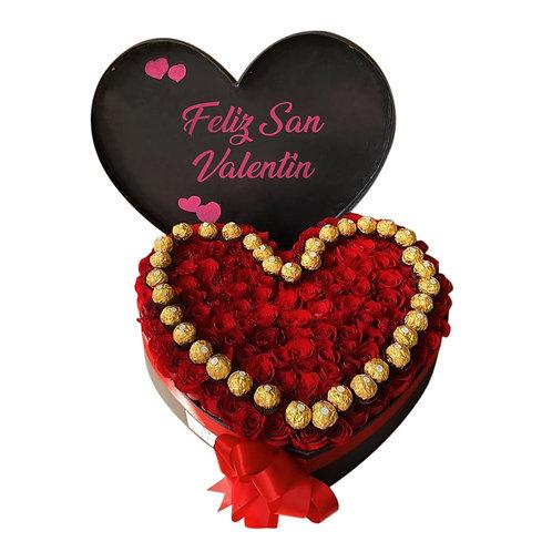Corazón de 150 rosas con chocolates