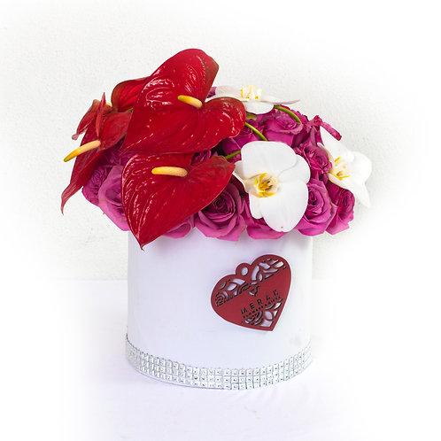 Caja de 30 rosas, anturios y orquídeas