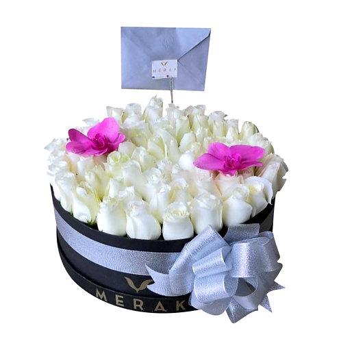 Caja redonda de 90 rosas blancas