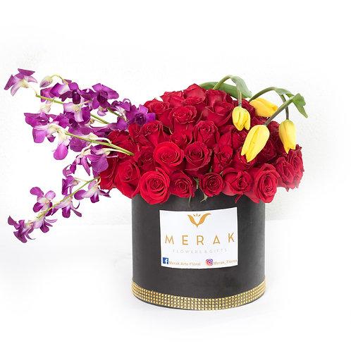 Caja de 60 rosas con tulipanes y orquídeas