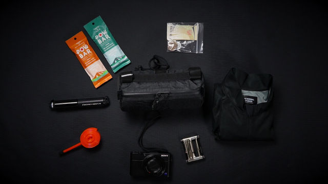 WHAT FITS IN OUR ESSENTIAL BAR BAG?