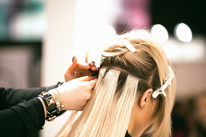 professional-hairdresser-making-hair-extensions-fo-NP5UHT9_edited.jpg