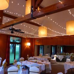 Ambiance chaleureuse tout au long du dîner grâce à l'illumination du plafond