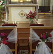Habiller les fauteuils des mariés : un raffinement supplémentaire