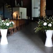 Gros bouquets d'entrée d'église