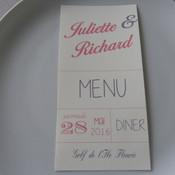 Pour un coordonné parfait avec le reste de la décoration, nous soignons tous les détails, et notamment la papeterie : menu, marque-place, étiquette portant le nom des tables, plan de table