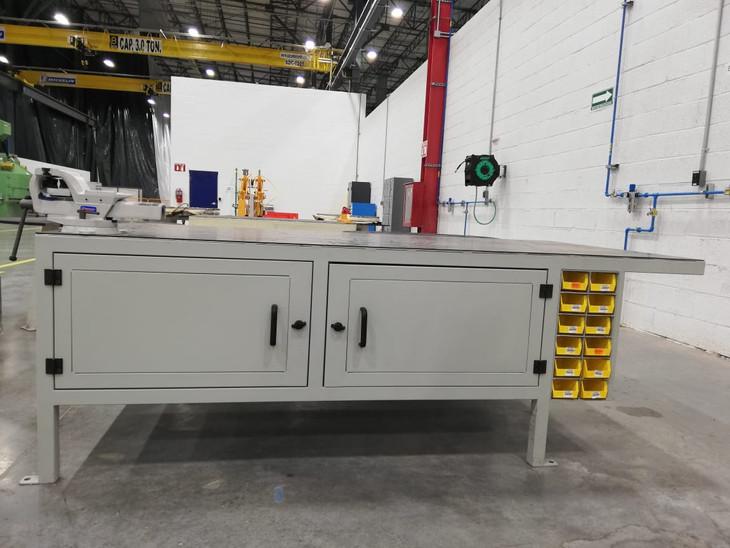 Mesa para mantenimiento de moldes