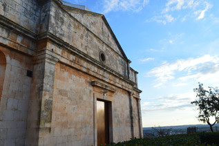 Places of Puglia | wondering through the historic town of Cisternino at sun down