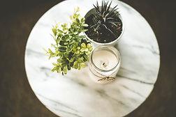 하우스 식물과 촛불