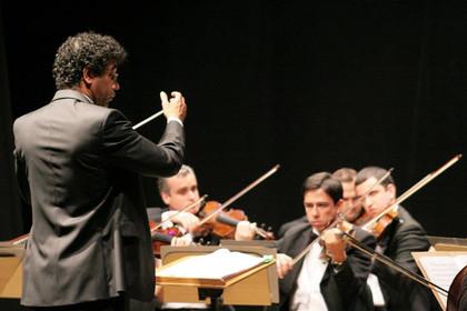 Maestro Ricardo Cardim e OFSC - Municipal