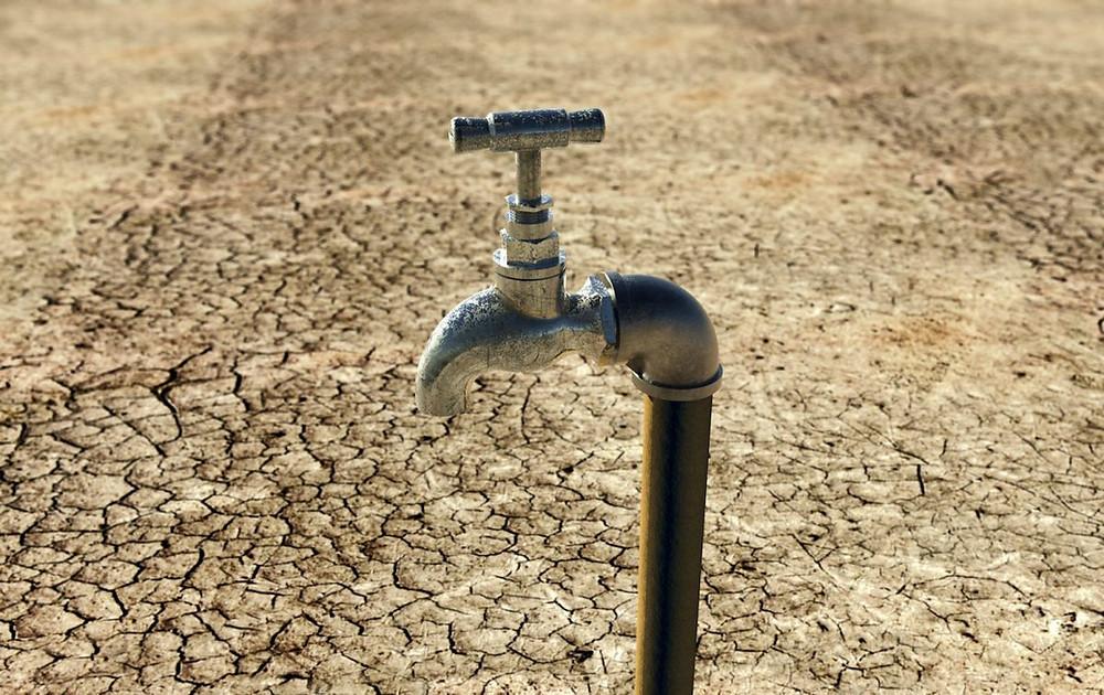 Torneira seca no deserto - símbolo da crise mundial da água
