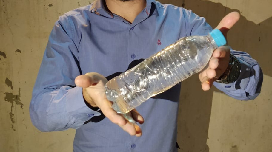 Garrafa de água potável proveniente de poço artesiano