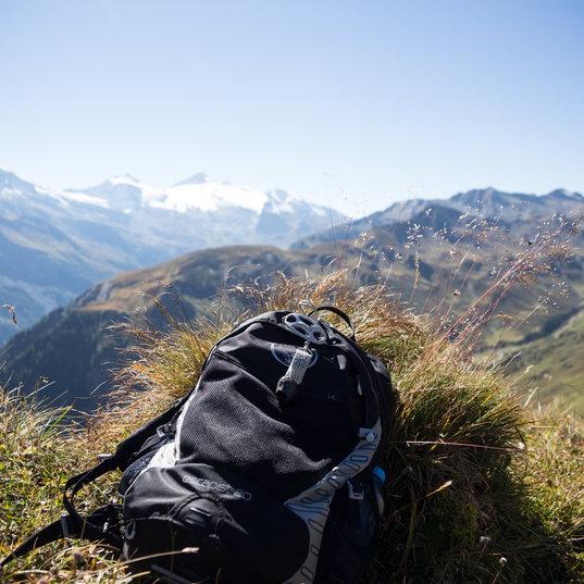 Rucksack am Berg