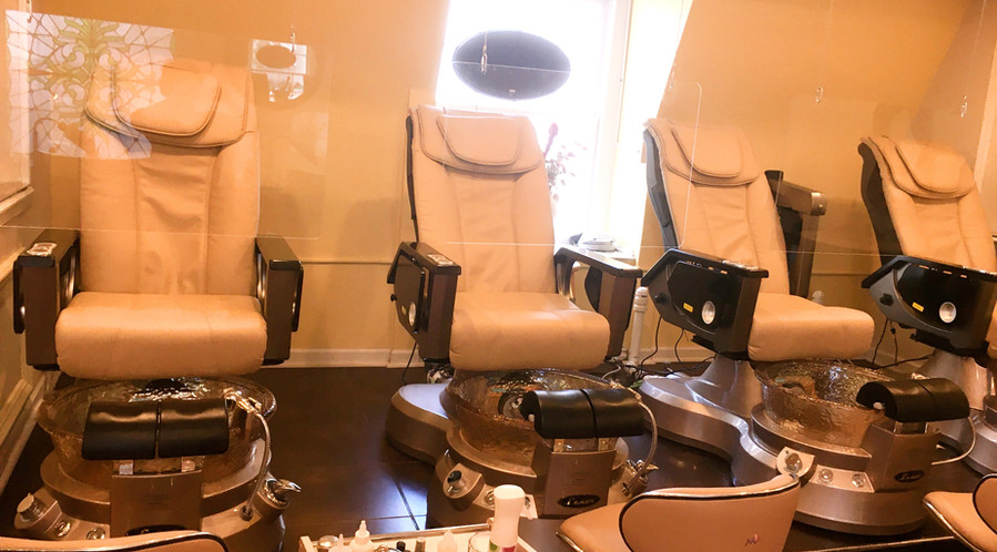 Pedicure chairs with sneeze guard