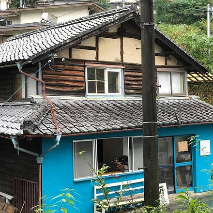 blue-house-oita-Nieland-Japan-768x768.jpg