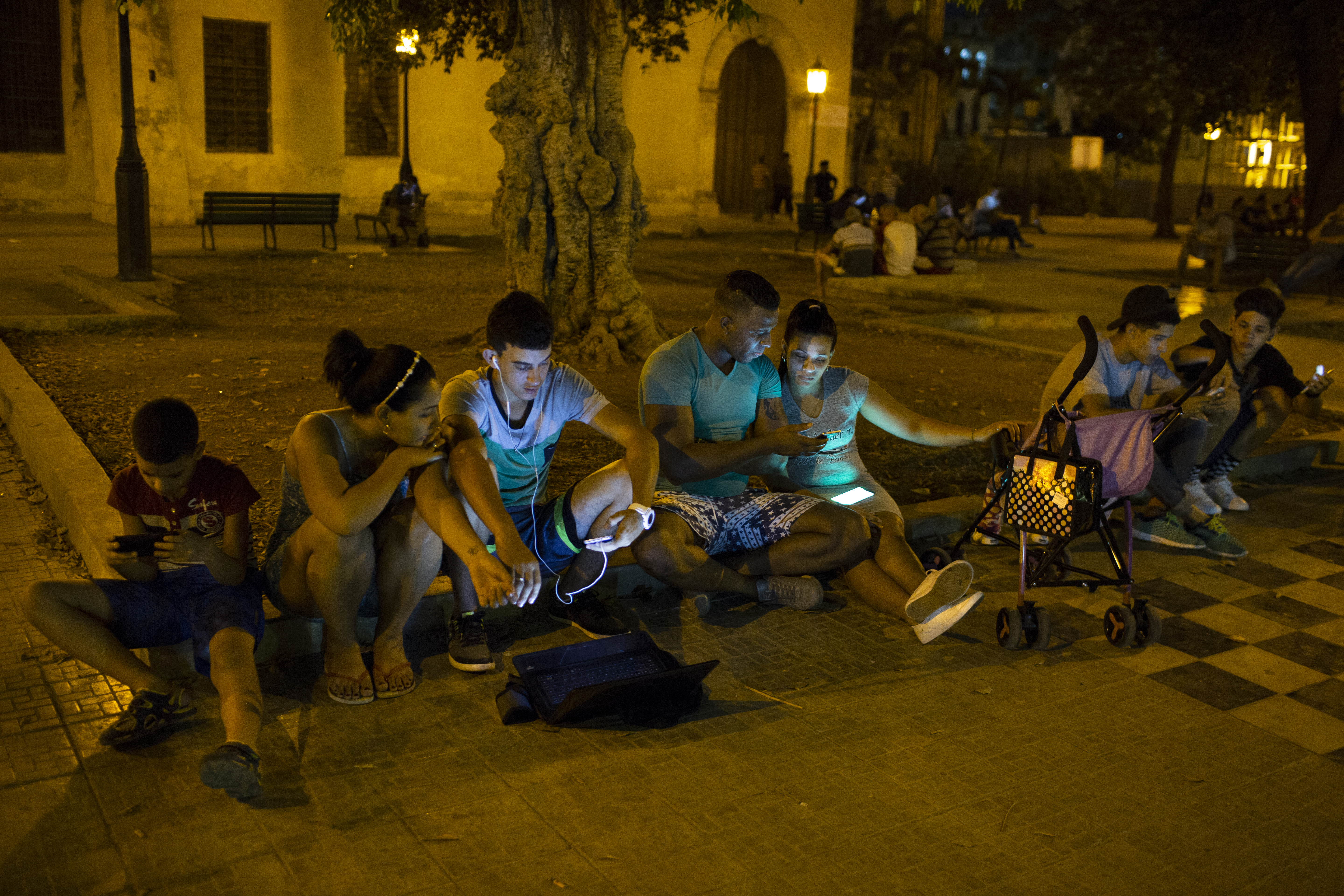 Cuba: searching for wifi