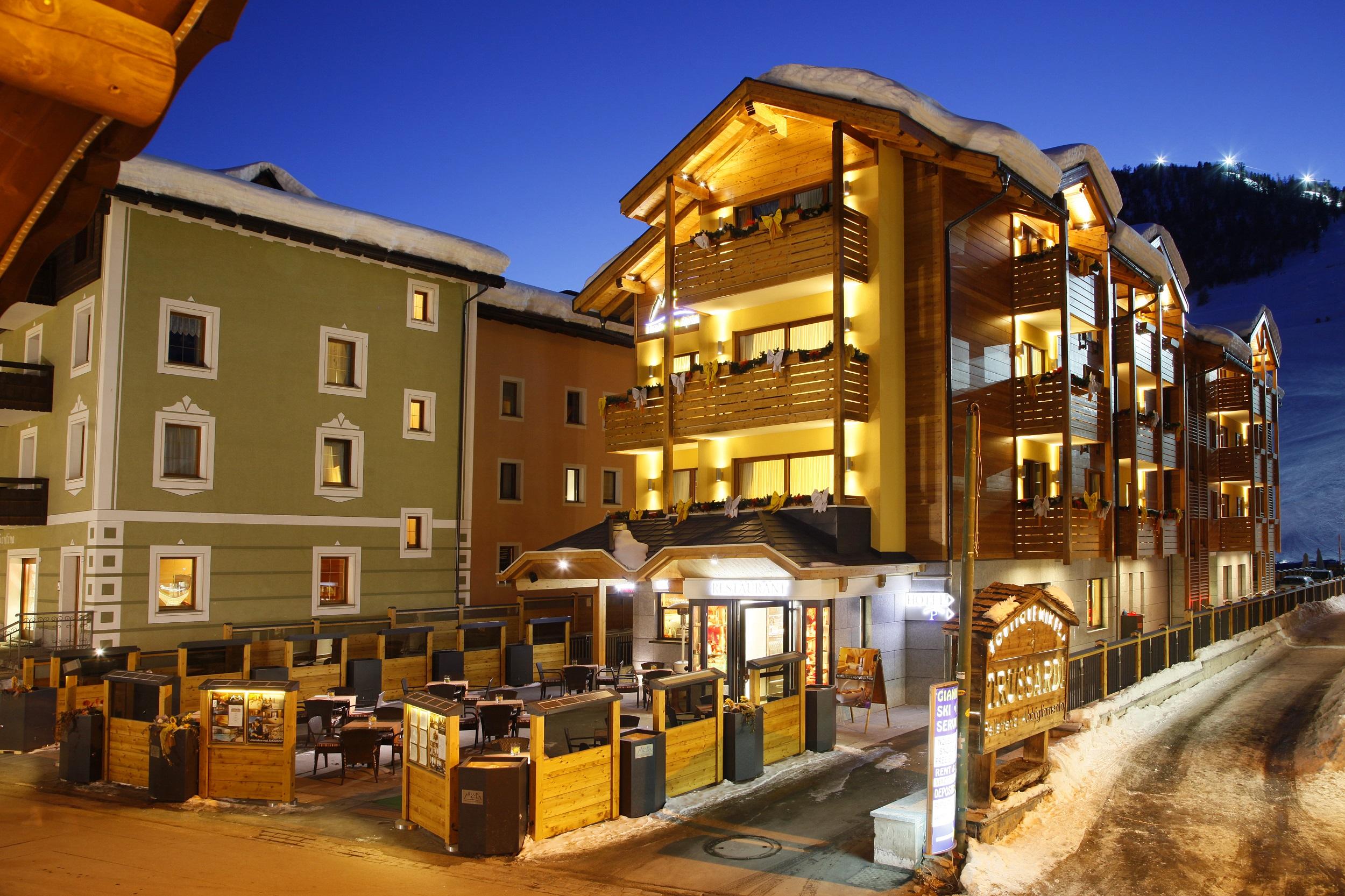 Hotel con piscina hotel alp wellness mota livigno - Livigno hotel con piscina ...