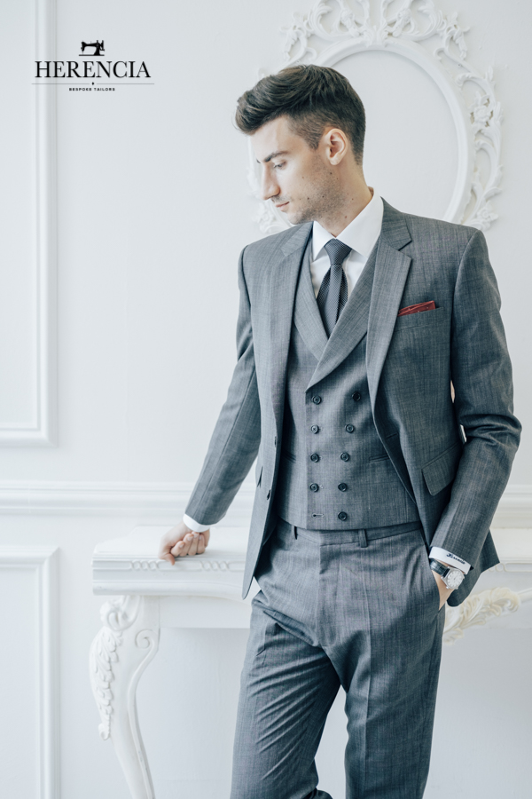 Grey suit /w double breast vest
