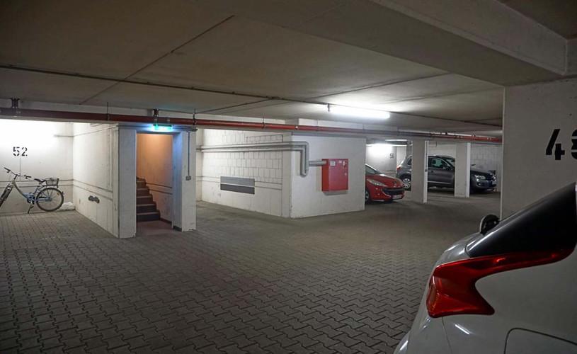 Tiefgaragenstellplatz mit Aufzug