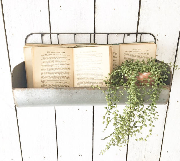 How To Decorate With Old Books Home Decor Rust And Relics Llc