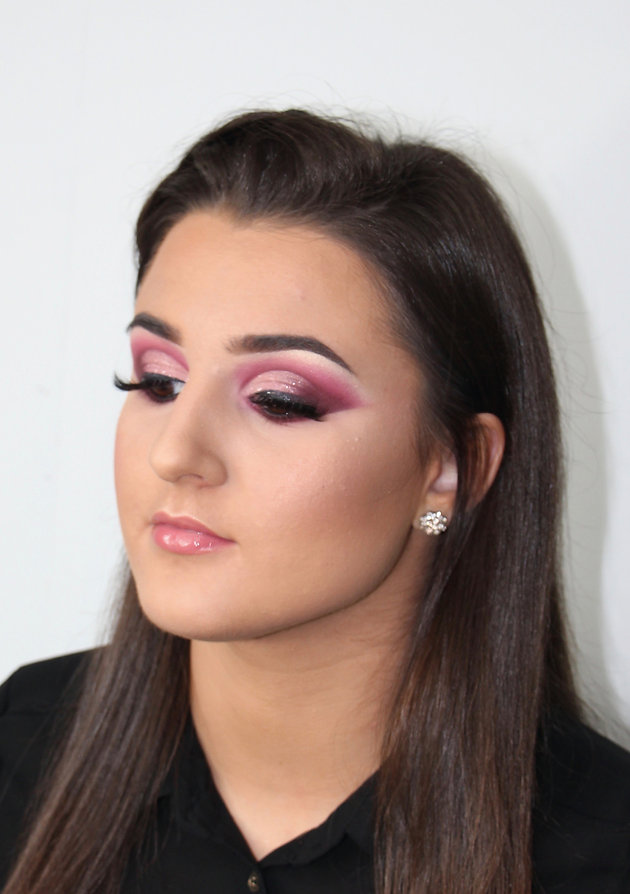 261f9a28814 'Instagram make-up' as it is now known, a trend of dramatic makeups,  inspired by your regular glam makeup for nights out and special occasions  and ...