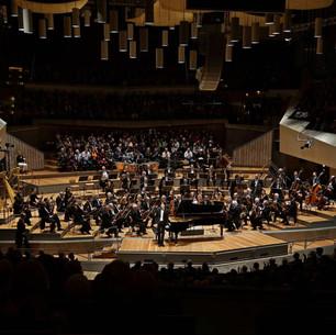 Franz Liszt, Klavierkonzert Nr.1, Ron Maxim Huang mit Sinfonie Orchester Berlin in Großer Saal der Berliner Philharmonie