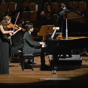 Ron Maxim Huang (Klavier), Juliane Witt (Violine) Konzert für Klavier und Violine d-Moll von Felix Mendelssohn Bartholdy  mit Kammerakademie Potsdam/ Ben Glassberg Nikolaisaal Potsdam